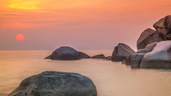 evening sun with peaceful ocean